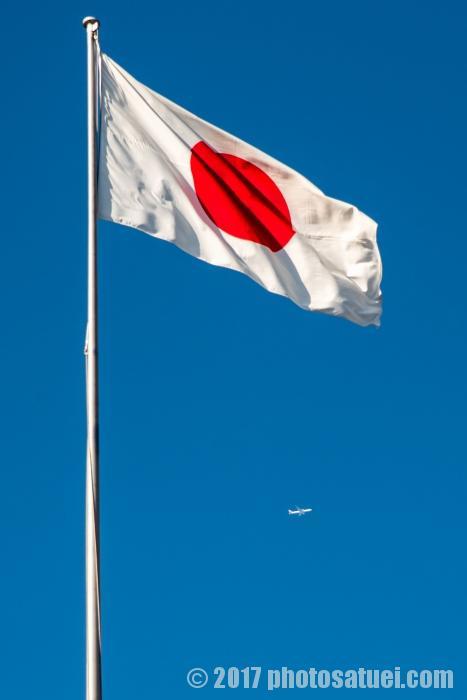 国旗と飛行機