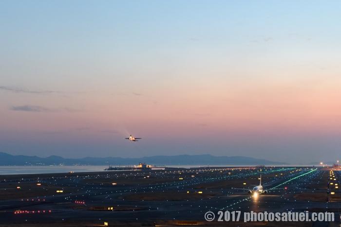 夜の関西国際空港